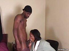 Esposa con el señoras anal marido de la mano del pecho desnudo