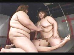 La videos x de maduras españolas compañera de piso se folla a una mujer de culo grandioso con las sienes depiladas con una gran polla en el ano