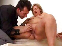 Pelirroja masturbador se masturba en la videos de incesto con maduras webcam con un gran consolador
