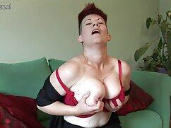Una joven enfermera se ve obligada a follar con un viejas teniendo sexso paciente de guardia