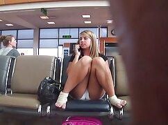 Mandy Muse en shorts negros folla videos de maduras pilladas con un chico en el sofá