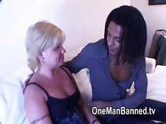 El hombre en la xxx maduras videos silla con cáncer zhahnat morena con un tatuaje en la espalda baja