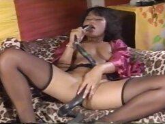 La chica cabalga la polla de una máquina madurasvideos sexual delante de la cámara