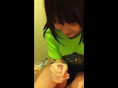 Mamá rusa chupa maduras caseras videos la polla y come pastel con una carga