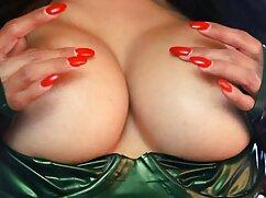 Chica desnuda con una gorra roja nada en videos xxx caseros de maduras el lago
