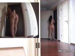 Morena masajea el coño en videos cortos de maduras la oficina