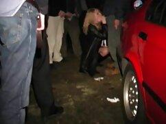 Una señora ágil chupa maduras españolas xxxx a un taxista poniéndole un condón en la polla