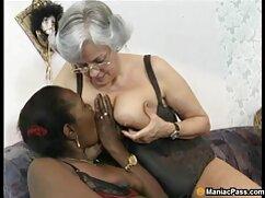 Morena en medias recorre enormes consoladores negras maduras porn de diferentes colores