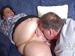 Mujer en bragas rojas es follada por el coño en una peliculas de maduras habitación de hotel