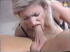 Un compañero sin preparación mete una polla en el videos maduras xxxx culo de una jovencita madura