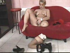 Mamá sexy folla en todos los agujeros con un tipo maduras mexicanas videos caseros en el sofá