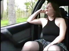 La negra acabó en el coño de una pelirroja sobre un sofá rojo maduras buenas follando