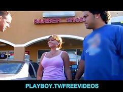 Una madura morena de tetas falsas folla con un videos de lesbianas maduras gratis tío excitado en el baño