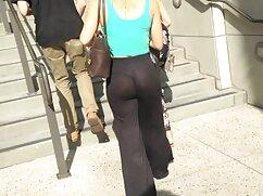 Señora madura en pantimedias muestra su culo apretado en videos pornos rubias maduras la cámara