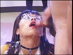 El productor se folla a una morena con un piercing en maduras videos hd el ombligo en el culo después de chupar