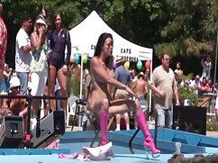 Un grupo de chicas chupando la videos pornos maduras anal polla de una stripper en una despedida de soltera