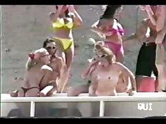 Chichi Medina con un traje blanco videos pornos de maduras culonas se sienta en la cara del caballero en la terraza.