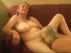 Chica pelirroja dirige una erección maduras amateur porn al anal de morena durante el sexo