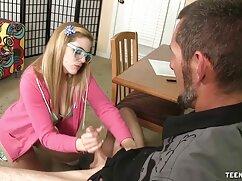 Una mujer madura le mostró al videos de maduras caseros chico el pelo corto en un coño
