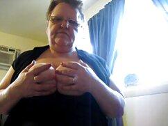 Lesbiana de pelo largo en lencería blanca metió la mano en la vagina de una chica viejas maduras desnudas bronceada
