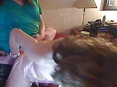 Señora se masturba a través de viejas gordas tetonas bragas en la oficina