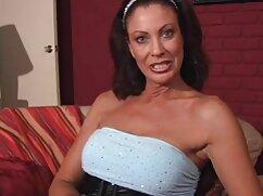 Dama de tatuajes se masturba delante de una webcam en el xxx videos maduras mexicanas dormitorio