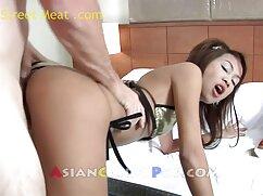 Cutie se masturba el culo con un consolador enorme en un sofá blanco frente a una webcam videos pormo de maduras