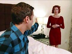 Macho mete a su amante en la cama, rasgando videos maduras follando pantimedias