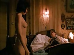 Pareja amorosa tiene sexo anal duro en la habitación sobre la mesa videos phorno maduras